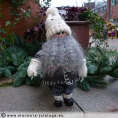 Tomtegubben på julmarknad i staden. Tomte (gnome) in the town. Swedish handicraft.