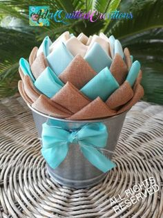 Beautiful rustic flower pots to decorate your home all year round. These pot flo… - Modern Rustic Tabletop, Quilted Ornaments, Styrofoam Ball, Coastal Living Rooms, Original Gifts, Rustic Flowers, Rustic Farmhouse Decor, Rustic Elegance, Teacher Appreciation Gifts