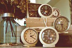 Vintage Clocks Vintage Alarm Clocks, Old Clocks, Antique Clocks, Vintage Love, Vintage Decor, Vintage Antiques, Retro Vintage, Plywood Furniture, Eames