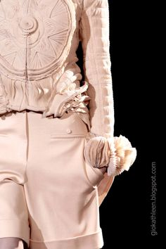 http://giokathleen.blogspot.com/2014/01/close-up-givenchy-haute-couture.html