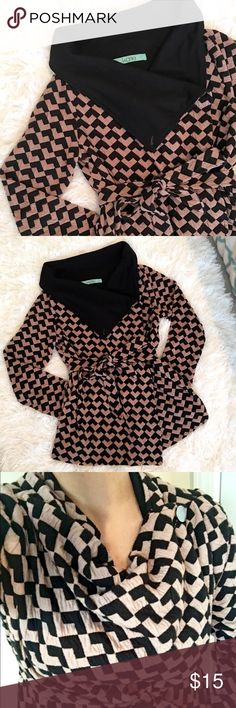 ▪️🔸Karlie sweater/cardigan size small🔸▪️ Karlie sweater/Cardigan size small can fit size medium! Preown good condition!!! Polyester,Acrilyc and spandex material Karlie Sweaters Cardigans