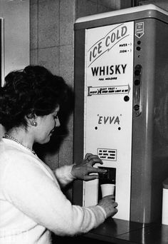 History_Pics: A whisky vending machine, 1960 ...I was born in the wrong decade.