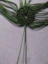 轮回 第43步 Macrame Necklace, Macrame Jewelry, Macrame Bracelets, Beaded Earrings, Knotting Hill, Crafty Fox, String Crafts, Micro Macramé, Bracelet Knots