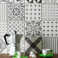 Ideas for kitchen tiles splashback beautiful Grey Kitchen Tiles, Grey Mosaic Tiles, Grey Wall Tiles, Patterned Kitchen Tiles, Kitchen Splashback Tiles, Kitchen Mosaic, Grey Kitchens, Kitchen Walls, Kitchen Drawers