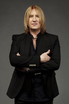 Joe Elliott: A Def Leppard Changes His Spots (Q