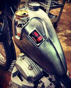 Motorcycle tank with cup holder Motos Bobber, Bobber Bikes, Bobber Chopper, Cool Motorcycles, Bobber Motorcycle, Motorcycle Design, Bike Design, Motos Harley Davidson, Piece Auto