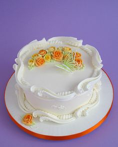 Royal Icing Ceri. Dz Artstry & Design Ltd. The scroll work is beautiful he does this in layers love it! The string work is to die for!!!