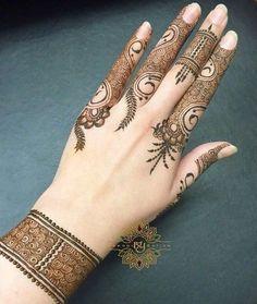 New simple design Mehndi Design Pictures, Modern Mehndi Designs, Mehndi Designs For Girls, Beautiful Henna Designs, Mehndi Designs For Fingers, Bridal Mehndi Designs, Mehndi Images, Finger Henna Designs, Henna Designs Easy