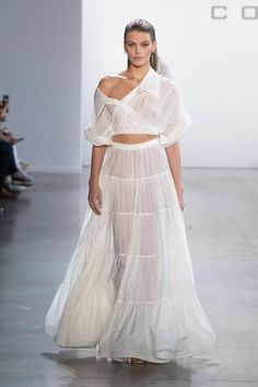 Cong Tri Spring 2020 Ready-to-Wear Fashion Show - Sponsored - Cong Tri Spring 2020 Ready-to-Wear Collection – Sponsored – Vogue - Fashion 2020, Runway Fashion, Fashion Outfits, Fashion Fashion, Vogue Paris, Fashion Details, Fashion Design, Moda Fashion, Vogue Fashion Week