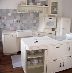 Kuchyně jak z první republiky Kitchen Furniture, Cool Furniture, Kitchen Decor, New Kitchen Cabinets, Farms Living, Retro Home Decor, Interior Design Kitchen, Home Decor Inspiration, Ideal Home