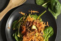 Spinazie wortelsalade | Spinach and carrot salad | Spinazie | Spinach | Wortel | Carrot | Tomaat | Tomato | Avocado | Oranje | Orange | Groen | Green | Salade | Salad | Eten | Food | Gezond | Healthy | Dreambody transformation | De Levensstijl | Asja Tsachigova Avocado, Snacks, Ethnic Recipes, Carrot Salad, Food, Orange, Healthy, Salads, Tomatoes