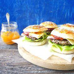 Hamburgery domowe Salmon Burgers, Cheddar, Chicken, Ethnic Recipes, Food, Kuchen, Cheddar Cheese, Essen, Meals