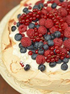 Pavlowa - przepis klasyczny Meringue Pavlova, Good Mood, Paella, Oreo, Cheesecake, Pudding, Menu, Baking, Recipes