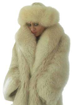 Fox Coat, White Fox, Fox Fur, Poses, Fur Hats, Womens Fashion, Furs, Fur, Figure Poses