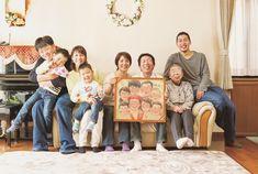 還暦のお祝いに、家族の笑顔の似顔絵を。 水彩絵の具のにじみを生かし、優しい木漏れ日の光に包まれるような、温かい空気感の流れる似顔絵をお描きします。 似顔絵のWORLD1 作家はち #還暦 #還暦祝い #似顔絵 #プレゼント #家族 #笑顔