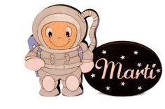 Plaquita Astronauta personalizada sobre madera y pintada a mano
