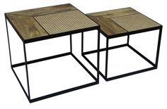 Dizajnový set stolíkov z masívu a ratanu.