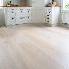 Billigt Trägolv i ek, furu m. Wooden Flooring, Hardwood Floors, Dyi, Tile Floor, New Homes, Bedroom Decor, Kitchen Cabinets, Living Room, Inspiration