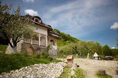 Minunăție de casă în zona Câmpulung | Adela Pârvu - Interior design blogger Romania, Mansions, House Styles, Interior, Design, Decor, Wooden Ceilings, Houses, Decoration