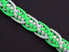 How to Make the Interwoven Zipper Sinnet (Paracord) Bracelet by TIAT Paracord Weaves, Paracord Braids, Paracord Bracelets, Macrame Bracelets, Knot Bracelets, Survival Bracelets, Macrame Knots, Paracord Tutorial, Macrame Tutorial
