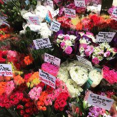 Mother's Day flower frenzy at @leedsmarkets  #leeds #leedslife #leedsthroughalens #leedsinspired #igersleeds #pin