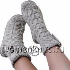 Носки - сапожки женские связаны спицами Gestrickte Booties, Knitted Booties, Knitted Slippers, Knitted Bags, Crochet Socks Pattern, Crochet Shoes, Cute Crochet, Knit Crochet, Knitting Socks