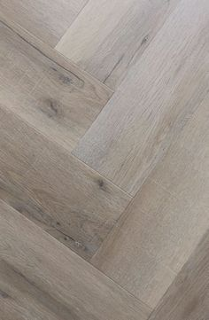 flooring porcelanato Parkett im Fischgrt weiss gelt Pvc Flooring, Timber Flooring, Living Room Flooring, Home Living Room, Floor Design, House Design, Design Design, Doors And Floors, Inspired Homes