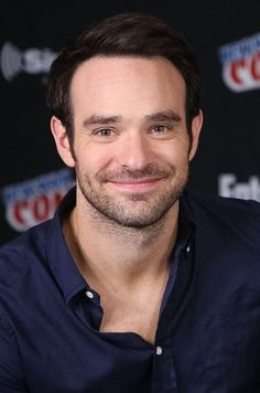 Charlie Cox attends Marvel's 'Daredevil' panel during New York Comic-Con Day 3 at The Jacob K. Javits Convention Center on October 2015 in New York City. Daredevil Punisher, Jessica Jones, Luke Cage, Charlie Cox, Hot British Men, Defenders Marvel, Netflix, Marvel Series, Actor