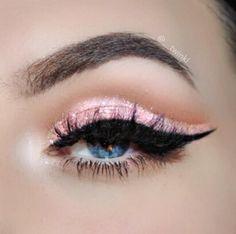 Pastel Pink Glitter Cut Crease. details: instagram.com/__twinkl
