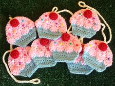 HOW TO…CROCHET YOUR OWN CUPCAKE GARLAND (DIY TUTORIAL BY TWINKIE CHAN)