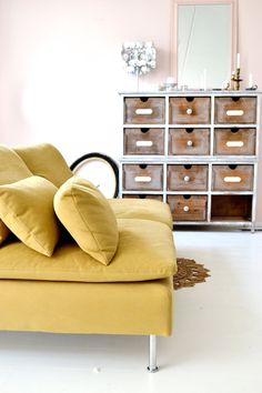 pinned by barefootstyling.com New couch, Ikea. Musterd yellow, okergeel. Livingroom.. Blush pink wall, white floor