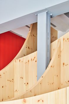 Pine-wood partition walls that curve upwards like smiles carve up the interior of this dental clinic in Barcelona, Spain, designed by Raúl Sanchez Architects. Dental Studio, Raul Sanchez, Glass Walkway, Wood Partition, Red Sheets, Ceramic Floor Tiles, Treatment Rooms, House Windows, Small Office