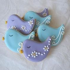 Sweet 'n' Pretty birds make a great wedding favour to say a big thank you to your guests and are perfect for any party.Our cookies are made with quality ingredients and decorated with lots of love and care. You can have your cookies custom made Bird Cookies, Fancy Cookies, Cute Cookies, Easter Cookies, Royal Icing Cookies, Cookies Et Biscuits, Holiday Cookies, Cupcake Cookies, Sugar Cookies
