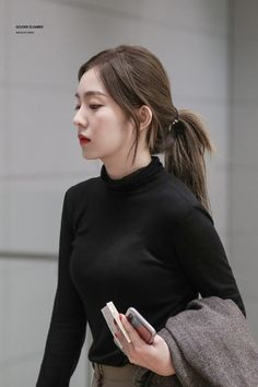 Irene-Redvelvet 181021 Incheon Airport from singapore Look Fashion, Korean Fashion, Fashion Outfits, Seulgi, Red Velvet Irene, Airport Style, Airport Fashion, Hottest Models, Swagg