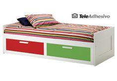 Láminas de vinilo en rojo y verde para decorar cama infantil #makea #ikea #cama #decoracion #ideas #vinilo  #TeleAdhesivo Ikea, Furniture, Home Decor, Red, Green, Bed Feet, Quartos, Fabrics, Decoration Home