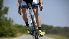 O ciclismo não é um esporte de impacto, mas se você estiver pedalando errado isso pode acabar com seus joelhos. Veja alguns erros comuns e tente evita-los!    Você vai de zero a 60  Você tem mania de começar e já acelerar de uma vez? Ou pedalar mais pesado do que devia? Isso pode estar machucando   #bike #ciclismo #ciclismo de estrada #dicas de bike #dicas de como pedalar #DIcas de MTB #dicas de pedalada #dicas de postura #dicas de treino na bike #mountain bike