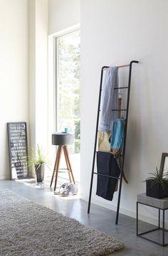 Kleiderablage im Schlafzimmer - Die Leiter einfach an die Wand lehnen ❤️Stil-Fabrik❤️