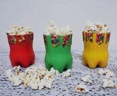 Artesanato para festa junina com garrafa pet - Reciclagem - / Crafts for June Festival with pet bottles - Recycling - Christmas Art, Christmas Stockings, Diy And Crafts, Crafts For Kids, Diy Plastic Bottle, Edible Crafts, Mexican Party, Pet Bottle, Ideas Para Fiestas