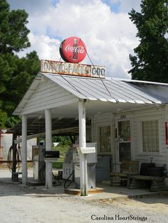 Southern Lagniappe: Dinner at an Old Country Store Old General Stores, Old Country Stores, Old Gas Pumps, Vintage Gas Pumps, Old Buildings, Abandoned Buildings, Old Gas Stations, North Carolina Homes, The Good Old Days