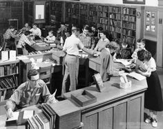 South Hills High School Library, Pittsburgh, 1950. Samuel A. Musgrove, Pittsburgh Public Schools Photographs, Library and Archives Division, Senator John Heinz History Center. [University of Pittsburgh Digital Archives]