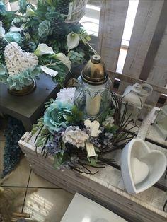 Grave Flowers, Funeral Flowers, Diy Flowers, Vence, Sympathy Flowers, Ikebana, Floral Arrangements, Lanterns, Diy And Crafts