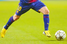 Soccer is Life. Lionel Messi, Fc Barcelona, Soccer Ball, Football, Baseball Cards, Sports, Life, Idol, Soccer