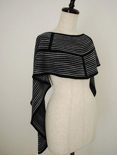 Clockwork by Stephen West, knitted by knittimo | malabrigo Finito in Black and Plomo