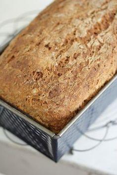 Tuore leipä on niin hyvää! Tämän leivän tuoreus on taattua muutamaksi päi… Savoury Baking, Daily Bread, Crackers, Bread Recipes, Baked Goods, Banana Bread, Biscuits, Muffins, Food And Drink