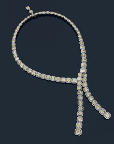 A white gold, jointed necklace set with a large chute of 74 square, «Fancy Yellow» diamonds, each one set with a fine, brillant cut diamond border.  Diamonds: 70 carats.  The 37 largest yellow diamonds with certificats.