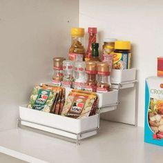 Para começar nada como dar fim nos potes jogados pela cozinha. | 25 objetos de organização que você precisa ter em casa