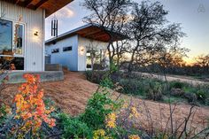 Llano Exit Strategy, or Bestie Row, brings eight friends together with tiny houses Huge Houses, Tiny Houses, Location Chalet, Tiny House Community, Building A Tiny House, Green Building, Lifelong Friends, Mini, Tiny House Movement