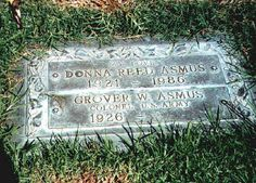 """Donna Reed - Actress - appeared in many films, """"It's A Wonderful Life"""" and won an Oscar for her part in """"From Here To Eternity"""". Starred in her own TV series """"The Donna Reed Show"""" - Westwood Village Memorial Park Cemetery, Los Angeles, CA Cemetery Headstones, Old Cemeteries, Cemetery Art, Graveyards, Monuments, Tombstone Epitaphs, The Donna Reed Show, Peace In The Valley, Famous Tombstones"""