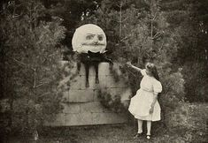 And now you notice a box next to the doll — it's full of old pictures like this one: 19 Creepy Pictures That No One In Their Right Mind Will Be Able To Scroll Through Creepy Images, Creepy Pictures, Creepy Art, Scary Photos, Creepy Stuff, Art Pictures, Vintage Bizarre, Creepy Vintage, Arte Horror