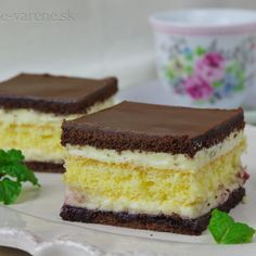 Maďarský krémeš - My site Mini Desserts, Pavlova, Desert Recipes, Graham Crackers, Food Hacks, Nutella, Sweet Recipes, Cheesecake, Food And Drink